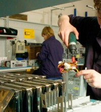 The new EEF survey shows manufacturers remain confident but doubts persist over the UK's export market.