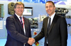 Image left to right: Dave Dalton CEO, British Glass; Brian Holliday, MD, Digital Factory (Siemens UK & Ireland)