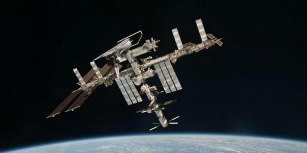 The International Space Station (image courtesy of ESA/NASA).
