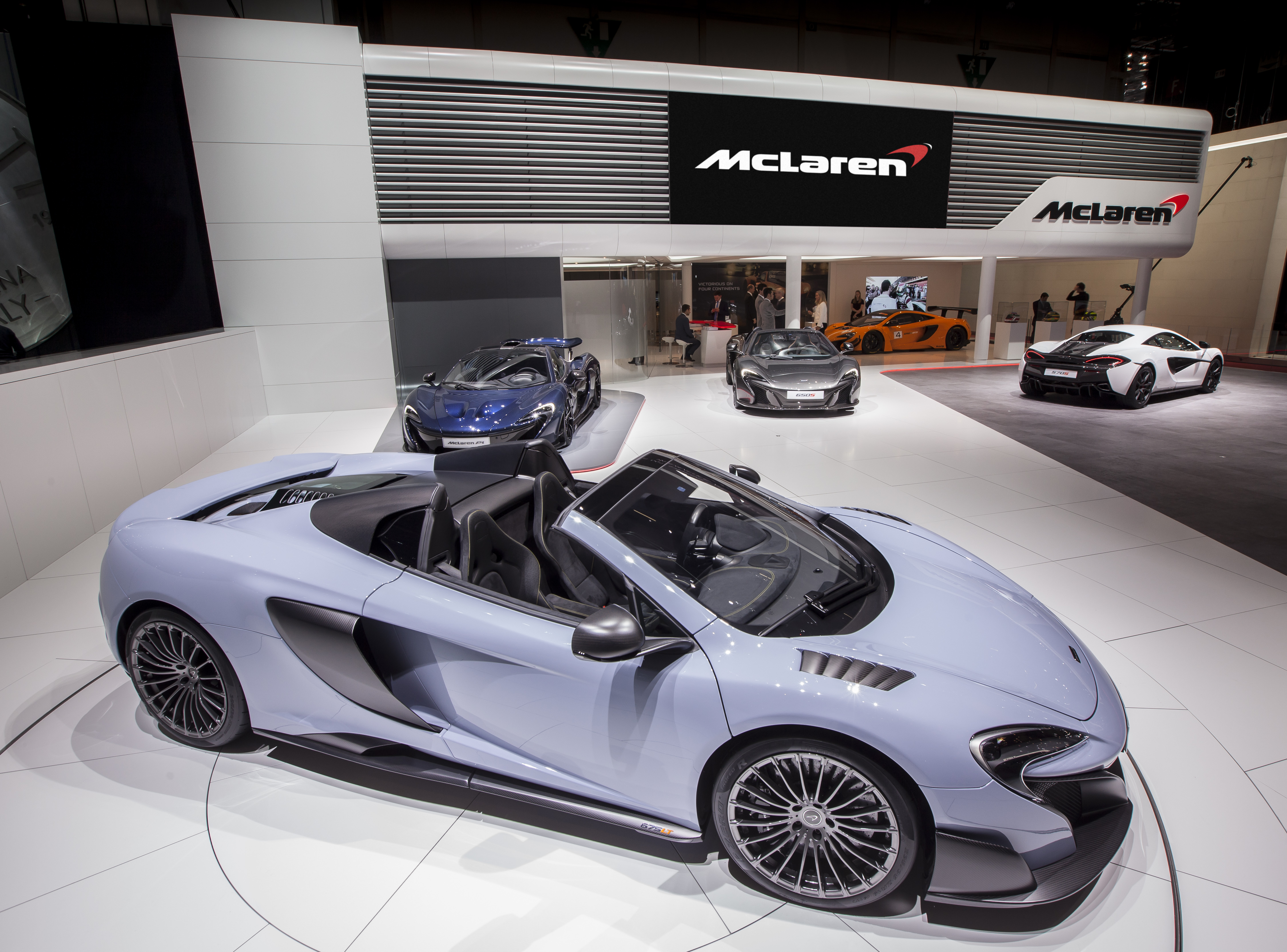 ©McLarenAutomotive www.mclarenautomotive.com dave.eden@mclaren.com www.media.mclarenautomotive.com www.facebook.com/mclarenautomotive